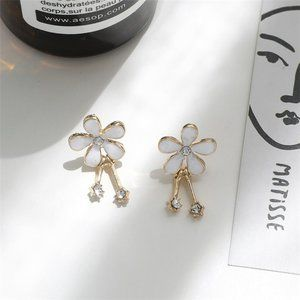 ♠️ NEW Daisy Gold Earrings with Crystals